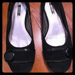 ECCO flats with button detail